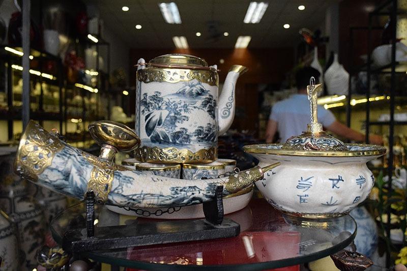 Bộ ấm trà Bát Tràng Tích Cao Bọc Đồng 1L