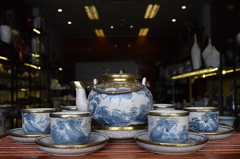 Bộ ấm trà Bát Tràng Nắp Lõm Men Rạn Bọc Đồng 550ml