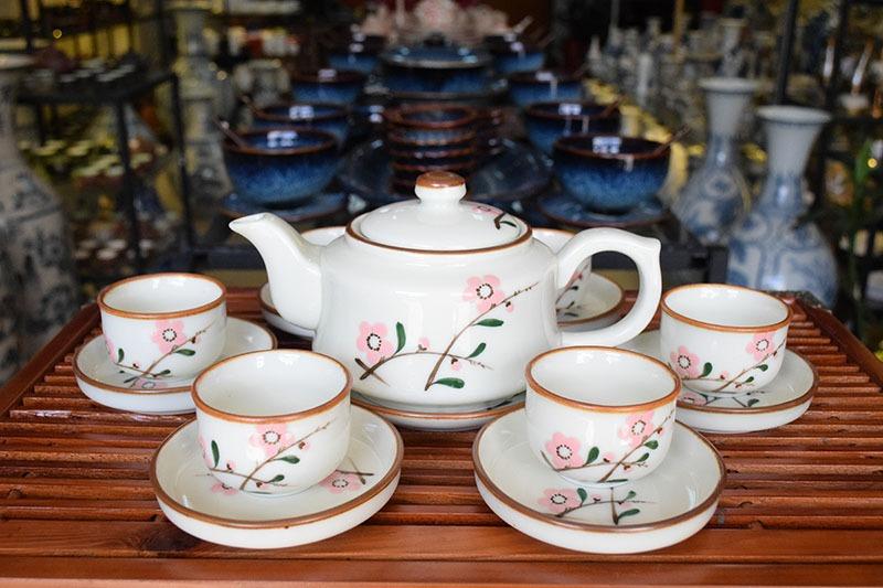 Bộ ấm trà Bát Tràng Vẽ Hoa Đào 500ml – Gốm sứ Bát Tràng