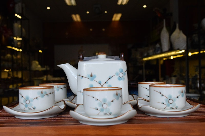 Bộ ấm trà Bát Tràng Dáng Vuông Vẽ Hoa Đào 500ml