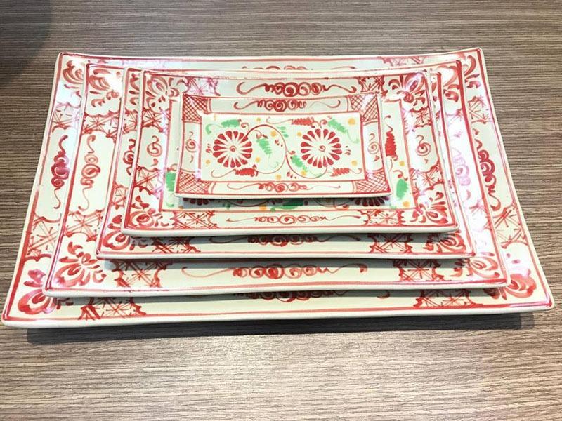 Khay Chữ Nhật Vênh Bát Tràng Tam Thái Hoa Cúc Đỏ