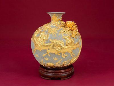 Bình Hoa, Bình Hoa Tài Lộc Đắp Nổi Men Rạn Ngựa Vàng