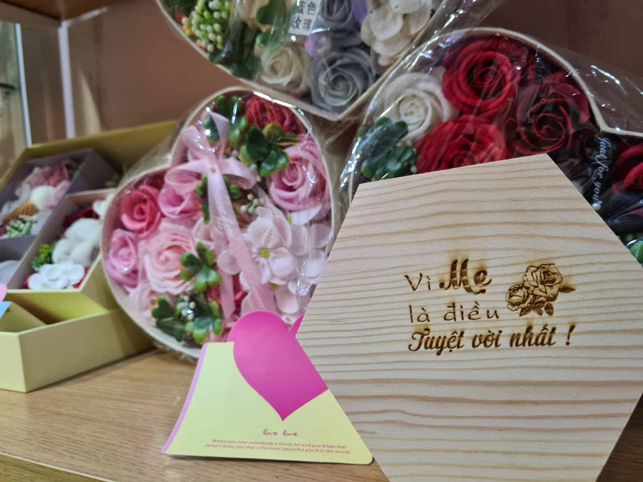 Nên tặng quà gì cho mẹ ngày 20/10 và những gợi ý không thể bỏ qua