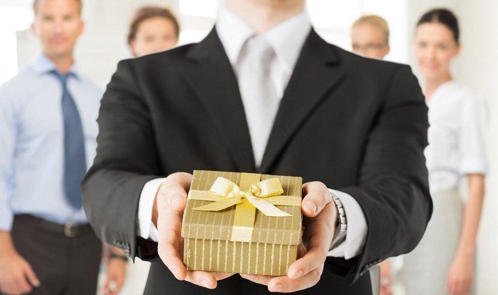 Đặt quà tặng doanh nghiệp giá rẻ số lượng lớn nên chọn như thế nào?